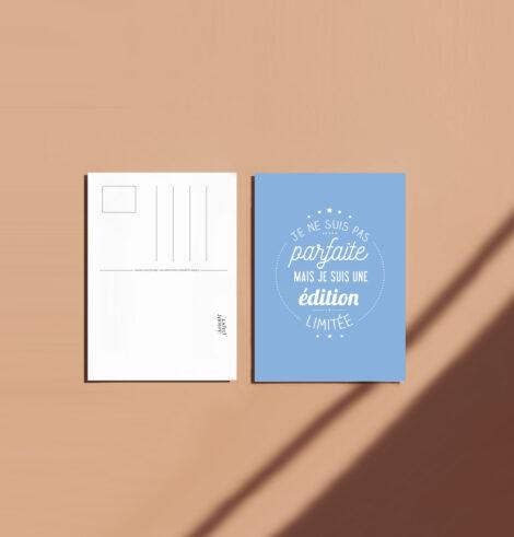 Carte postale je suis parfaite message bleu